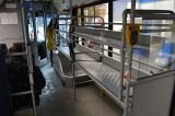 Stellazhi dlya chemodanov v avtobuse