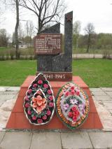 Обелиск в память о 13 погибших земляках в годы ВОВ, д. Идолта