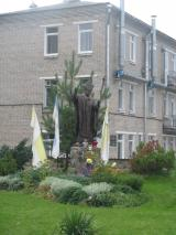 Памятник Папе Римскому, Успенский костел, г. Миоры
