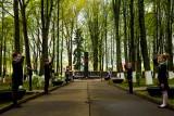 V memorialnom parke g.p. Rossony